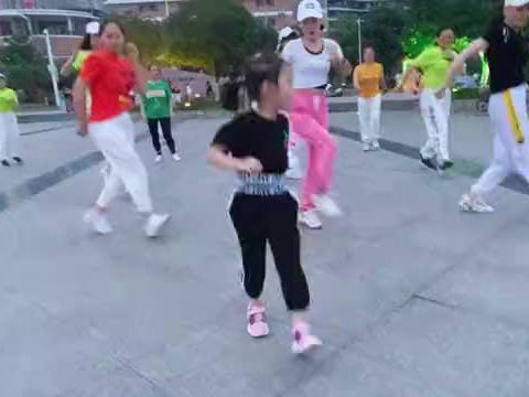 超火鬼步舞《动感40步》,5岁萌娃领跳惹人爱 ,未来 小舞王!