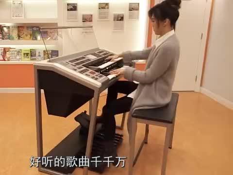 杨子一王小玮合唱《沧海一声笑》,双排键加高音听嗨了