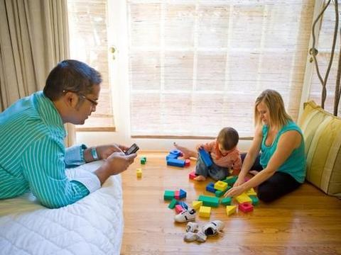 丧偶式育儿让孩子缺失的父爱,需要妈妈帮忙找回来