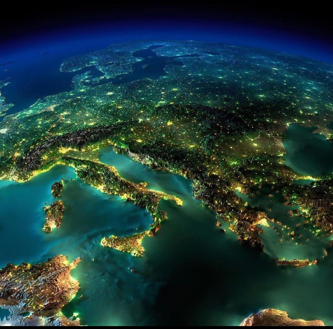 从宇宙看夜晚的地球