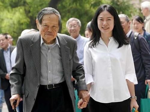 相守17年,99岁高龄的杨振宁同意翁帆改嫁,但全部家产将留给儿女