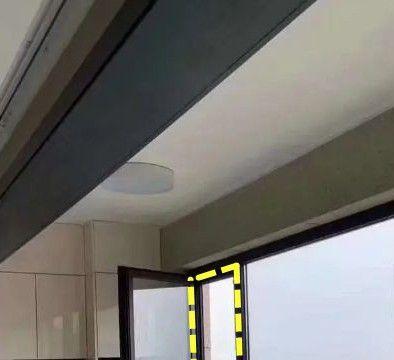 几万块在阳台装的全景窗,为啥要单独开一扇小窗?算是明白了!