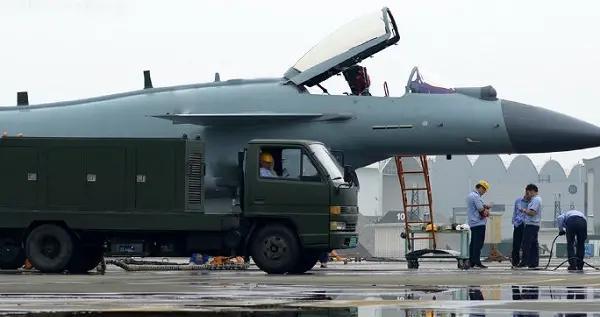 歼10C换上枭龙三批衍射平显 歼10电子系统为何不如枭龙战斗机