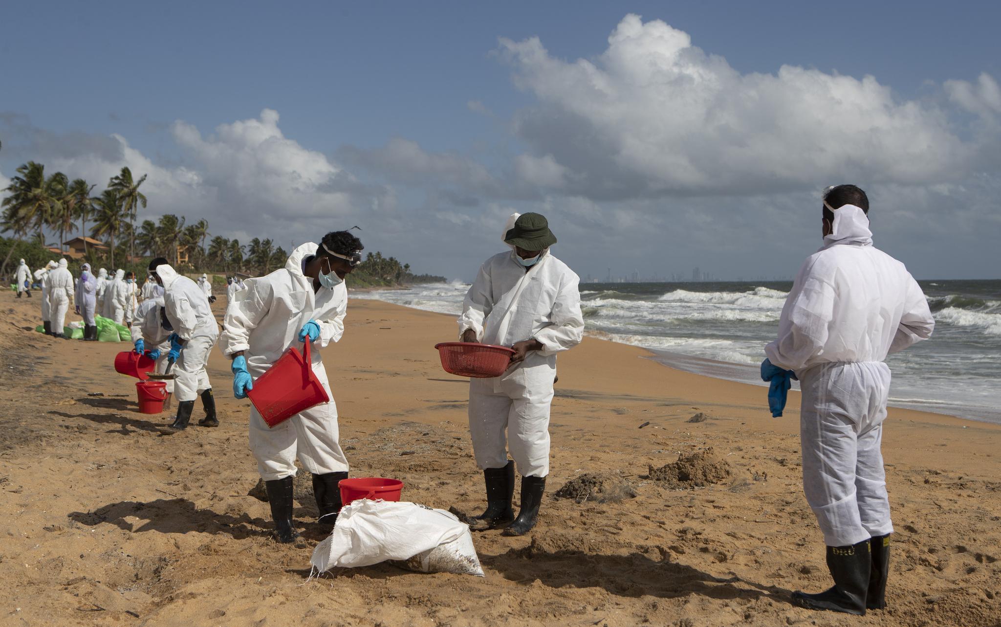 斯里兰卡:清理污染物继续