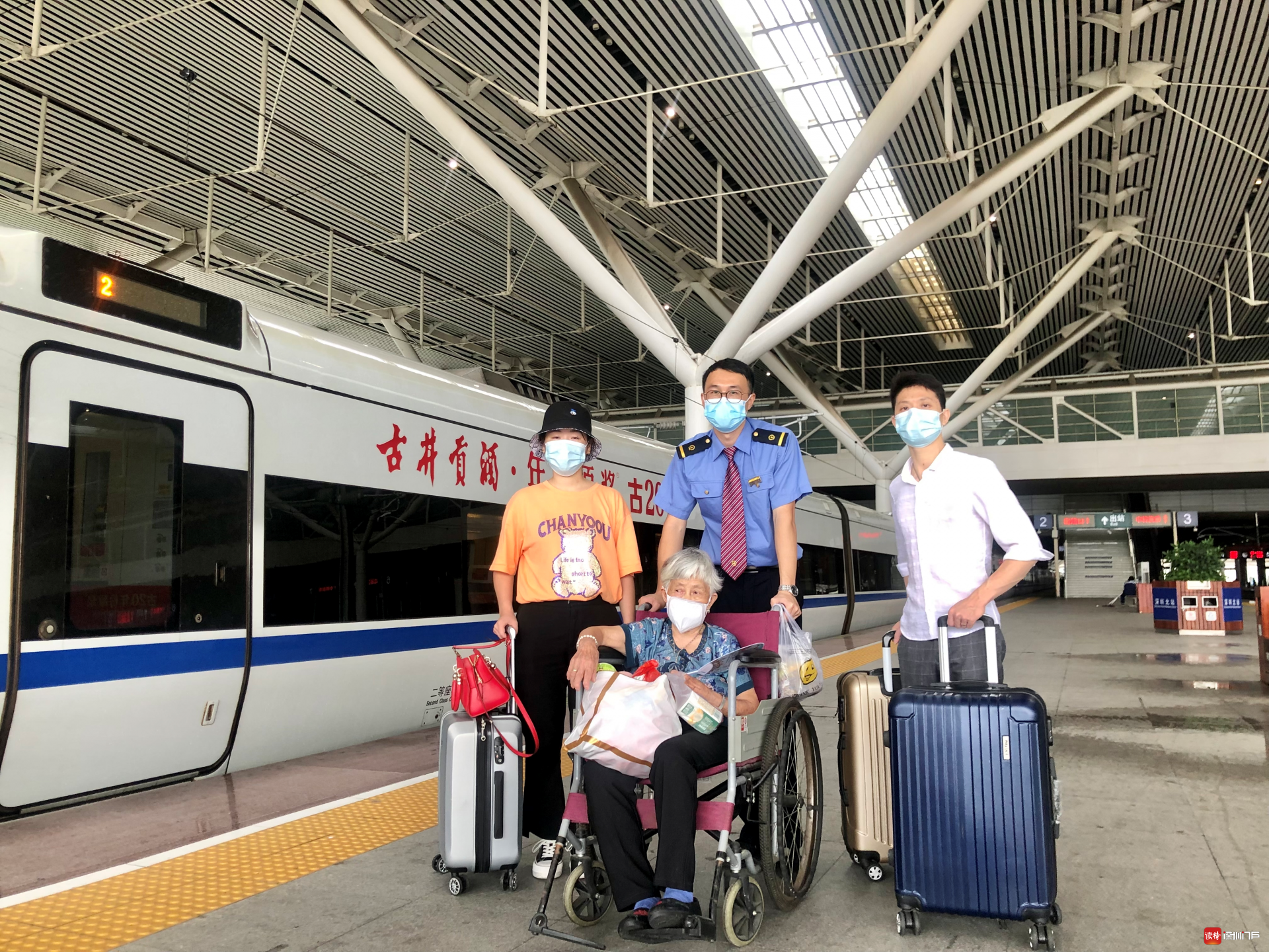 邝勇:深圳北站的暖心服务者