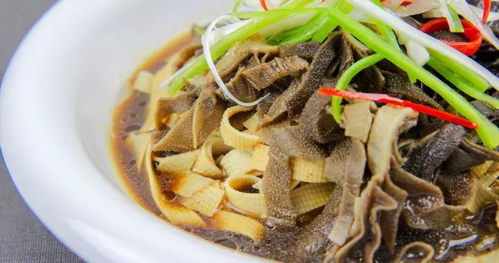 牛肚不仅能涮火锅还能做凉菜,厨师长教你一道家常菜,爽口又劲道
