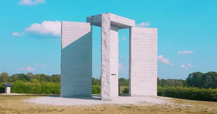 美国巨石阵,传说为共济会所造,还刻有中国汉字