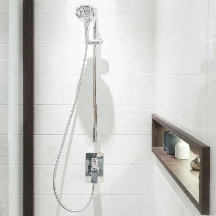 千万别在卫生间这样洗澡,严重可致命!很多人不知道……