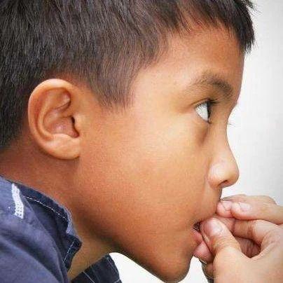 【育儿专家问答】2岁的孩子还总流口水怎么办?