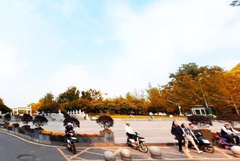 敲开武汉市区最奢华的大学大门:地下隧道建在地上,就像一个广场