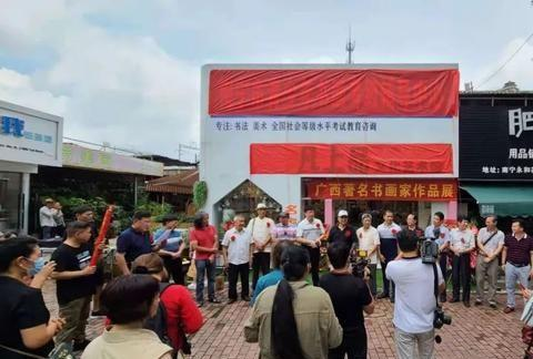 油画家谢昀的凡上品文化艺术馆在南宁市永和花鸟市场隆重揭幕