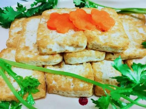 左手一口酒,右手一口菜的小憩模式,怎能没有一盘快手蘸汁豆腐?