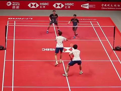 羽毛球:精彩绝伦羽毛球男双超强防守,双塔VS小黄人!