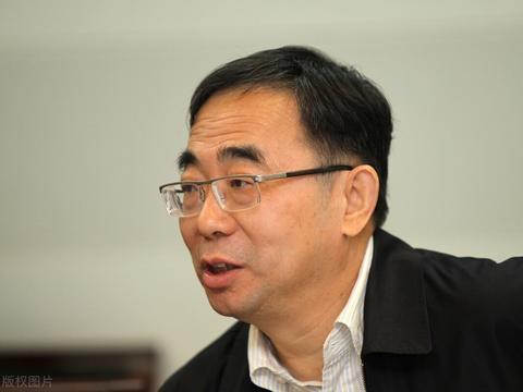 江苏女中学老师,和丈夫一起成为医药首富,广东老师曾创出了股王