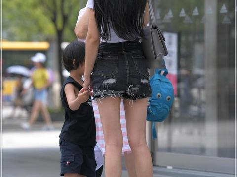 泰国小姐姐秀自拍!一头靓丽的披肩气质