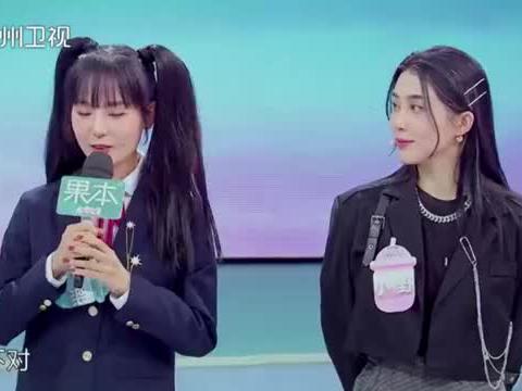 女嘉宾展示歌唱才艺,节目现场秒变KTV丨非常完美