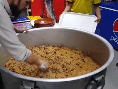 巴基斯坦传统美食牛肉手抓饭,米粒绵长牛肉飘香,分量超足