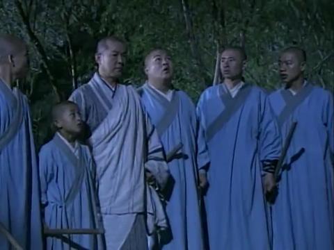 少林寺真是卧虎藏龙,连小和尚都身怀绝技,飞檐走壁不在话下!