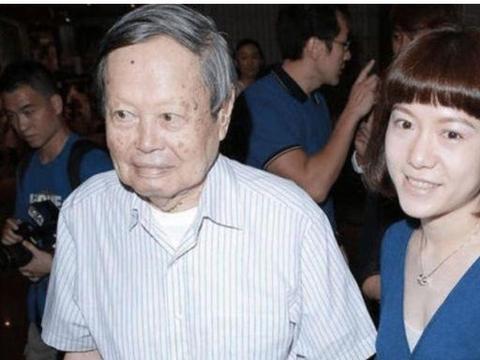 98岁杨振宁,怎么称呼小自己20岁的岳父岳母?他的叫法尽显情商高