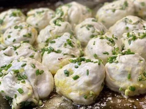 """上海变了味的""""网红""""葱油饼小店,每年都在涨价,排队吃了个寂寞"""