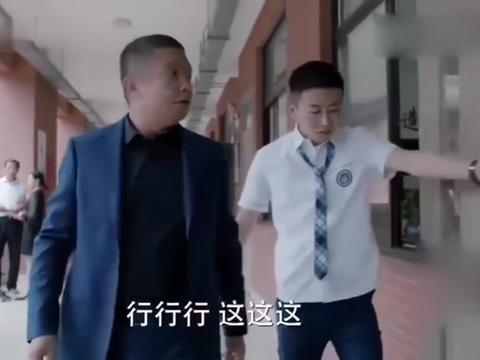 少年派:王胜男给妙妙去开家长会,看到桌上的留言赶紧拍照留念