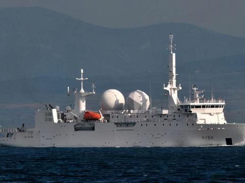 法国侦察船跑前侦察之际,中国发射火箭炮,警告意味多浓?