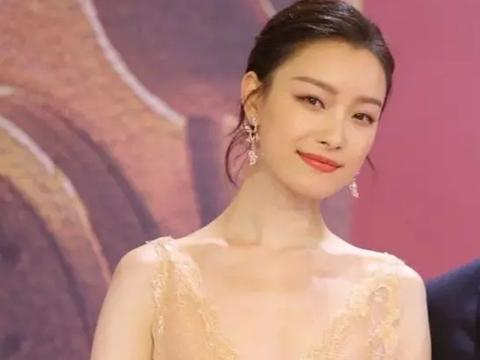 电影节女星红毯生图,张子枫关晓彤脸蛋抗打,41岁的殷桃却更抢镜