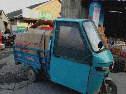 济宁老人开三小车辆和公交车较劲,谁会妥协,如何治理三小车辆!