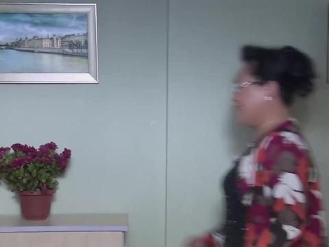 我的极品老妈:老头上门送鲜花,大妈乐开花,大爷一脸憋气!