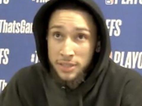 西蒙斯:特雷-杨是一个聪明的年轻球员 我很尊敬他