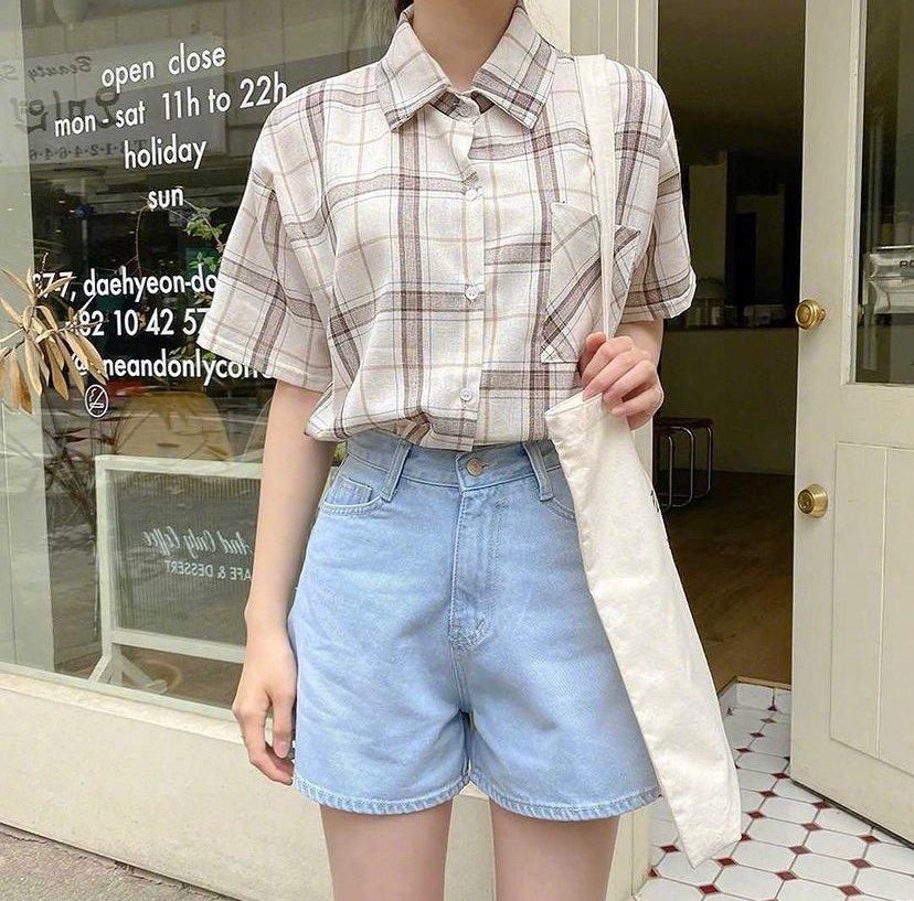 夏季休闲穿搭来啦,短裤配上纯色T恤或者小碎花……