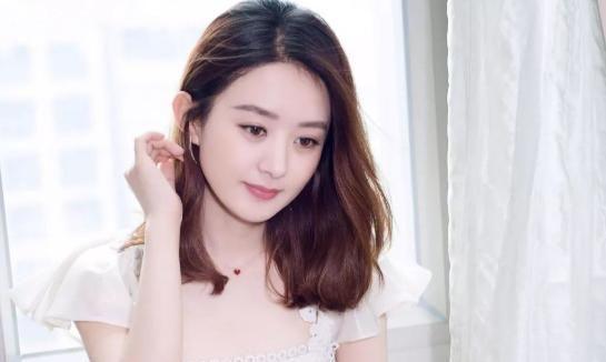 赵丽颖身穿白裙戴翡翠蝴蝶首饰,尽显甜美!翡翠蝴蝶的寓意了解吗