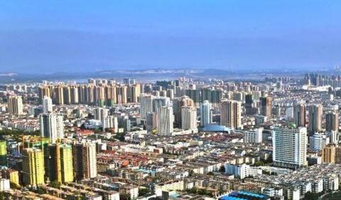 首届淮北花灯吊顶高162米,共34层,耗资15亿元,将成为新花灯