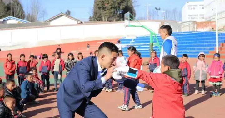 凉山拳手寻梦11年后 回西昌创业助力脱贫攻坚