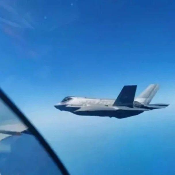 俄军霸气秀硬核操作,苏-30战机强行逼退F-35战机!