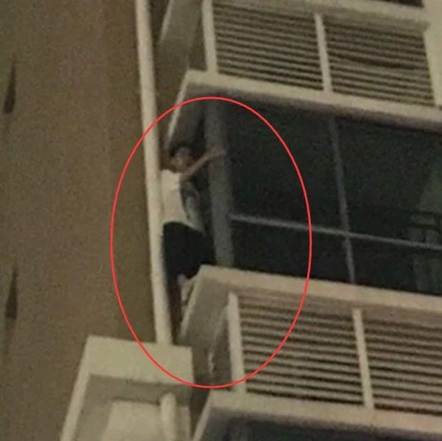 广西一学生在同学家玩到深夜,为躲家长被困5楼飘窗外…【930新闻眼】