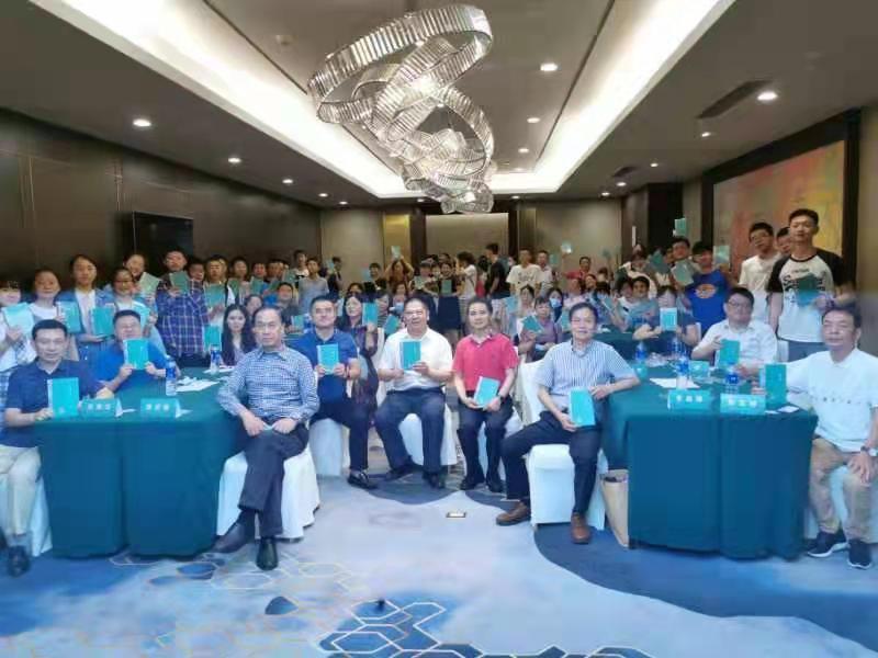 端午节前,郑昌坤诗集《诗影》新书研讨会在成都举行