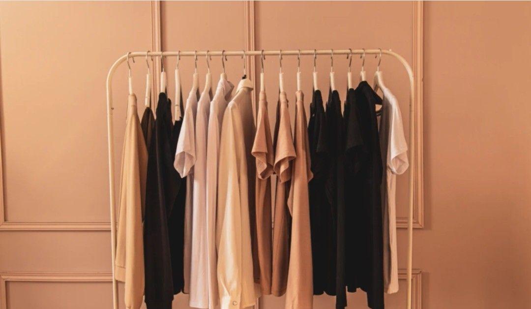 穿纯色T恤太平庸?3种风格解析帮你摆脱尴尬,学会一种就很时髦