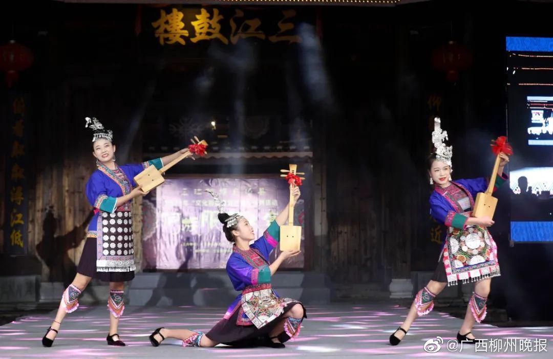 三江鼓楼前这场侗族服饰走秀,惊艳了百里侗乡!