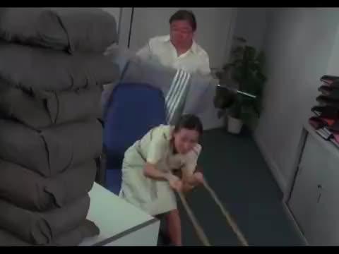 刘嘉玲谎报体重,险些害死王晶,幸好这皮筋力量够大不然都得死