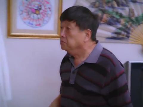 大爷墙上挂别人的剪纸,女友看到不高兴了,惦记她还是排斥我!
