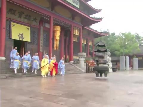 姑娘来到少林寺挑衅比武,这下好了,终于被和尚给打得服帖了!
