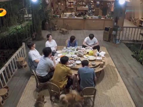向往的生活4:岳云鹏不愧是德云社的男人,电话点餐环节就唠上了