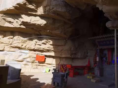 山西发现一座石洞,在黄河岸边百丈高绝壁上,洞内建筑何人所修?