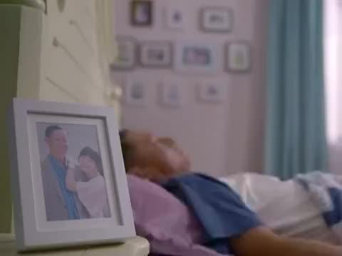 待嫁老爸:女儿十八岁生日,骗老爸来医院,直接给自己找了个后妈