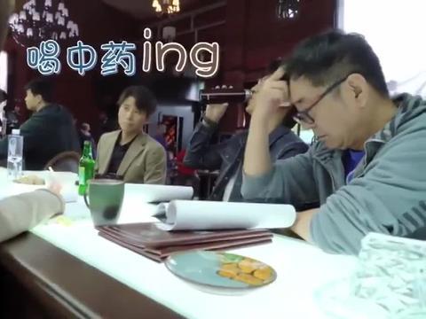 如果岁月可回头:靳东为了不喝中药,这机智操作可还行?