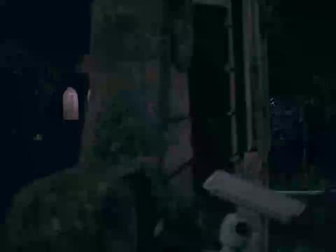 太阳的后裔:宋仲基只身闯虎穴,正要投降时队友及时支援,太哇瑟
