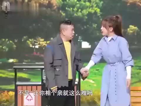 春晚小品《想见你》:潘长江大过年的被女儿催婚,引台下观众大笑