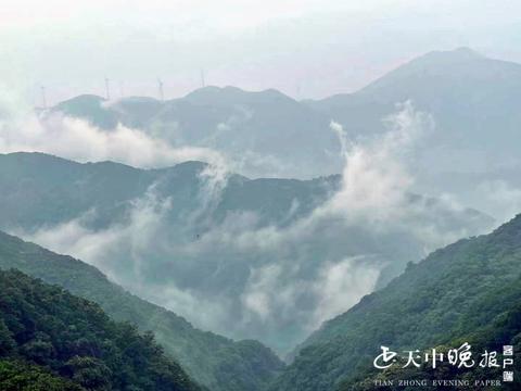 驻马店:雨后白云山云雾缭绕美如仙境