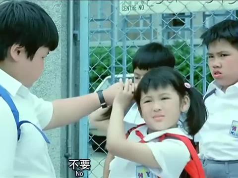小孩化身李小龙,看到胖墩欺负同学,一个飞脚踢翻胖墩
